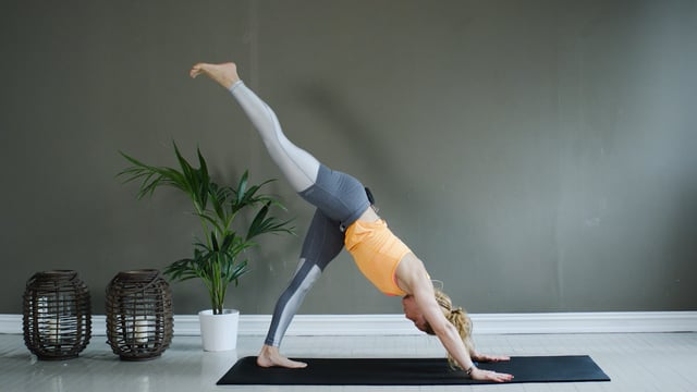 Kort yoga stretch for hele kroppen