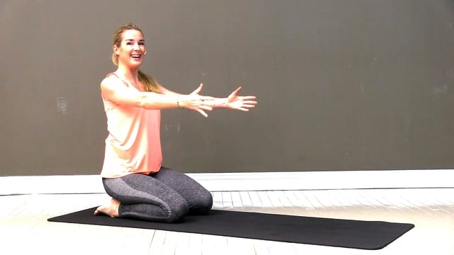 Pilates trening for styrking av rygg og skulder